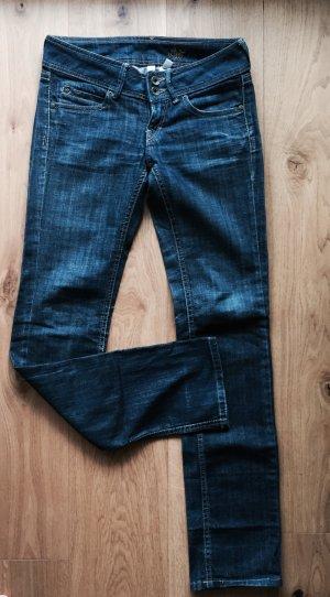 Dunkle Jeans von Mango
