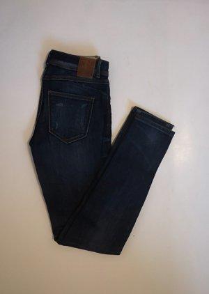 dunkle Jeans von Zara