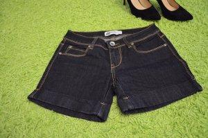 Dunkle kurze Jeansshorts