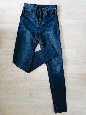 Dunkle skinny highwaist Jeans von H&M