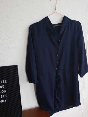 dunkleblaues Blusenkleid