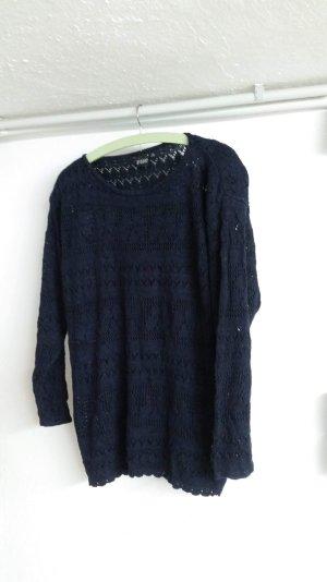 Dunkler blauer Pullover