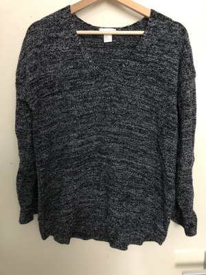 Dunkler Pullover