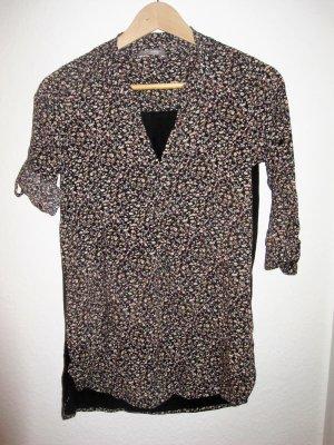 dunkles Shirt mit Blümchendruck