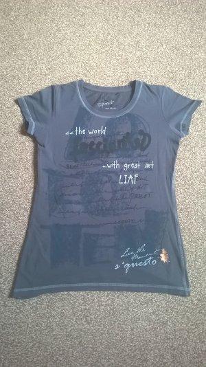 Dunkles Shirt mit Print