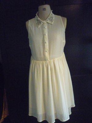 durchsichtiges Kleid mit Kragenverzierungen