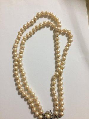Collana di perle crema-beige chiaro