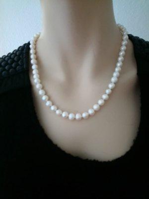 Collar de perlas blanco
