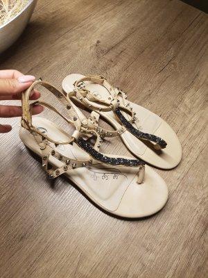 Echtleder Sandalen mit Nieten creme