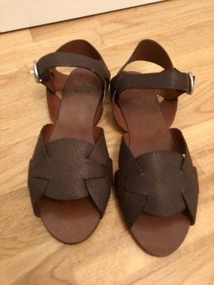 Chloé Sandalias de tacón de tiras marrón oscuro