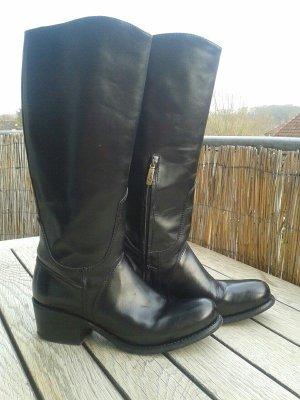 Echtleder Stiefel in schwarz.