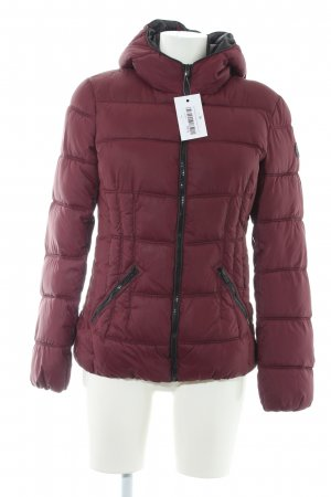 edc Winterjacke brombeerrot Street-Fashion-Look