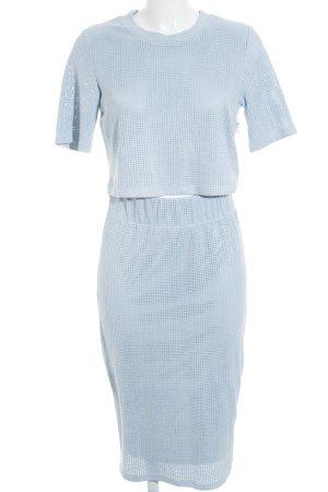 Edited Traje para mujer azul celeste estilo minimalista