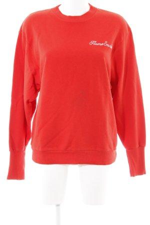 Edited Rundhalspullover rot Schriftzug gestickt minimalistischer Stil