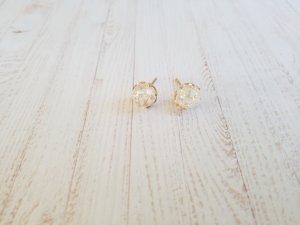 Orecchino bianco-oro