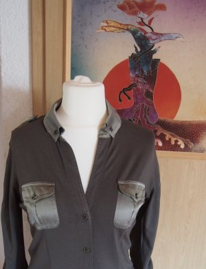 Edle Jerseybluse im Military-Look von Marc Cain