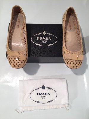 Edle Prada Ballerinas - perforiertes Lackleder - 37,5