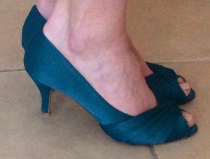 Edle Schuhe in petrolgrün