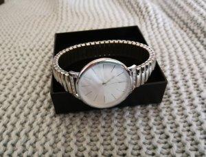 Edle Uhr in Silberfarben
