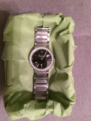 Edle Uhr von Swarovski