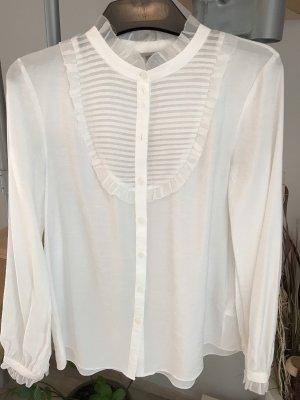 Edle weiße Bluse mit besonderen Details