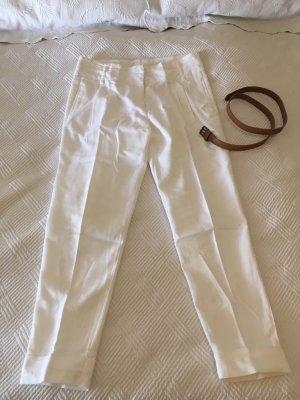 Edle weiße, schmal geschnittene Hose mit hoher Taille und passendem, beigen Gürtel von Zara