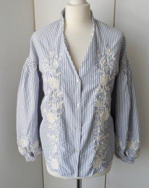 edle Zara Trafaluc Collection Bluse Gr. S Hellblau Weiß mit Stickerei und Ballonärmeln