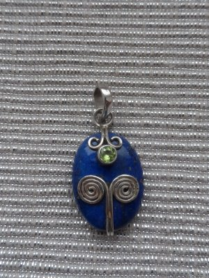 edler Anhänger 925 Silber mit eine großen Lapislazuli und Peridot wenig getragen