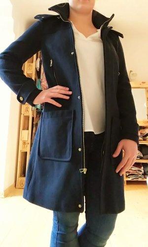 Edler dunkelblauer Mantel aus 51% Wolle von Zara
