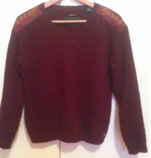 Edler Dunkelroter / bordeux Wollpullover mit Patches