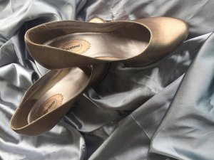 Edler hoher Pumps in Gold