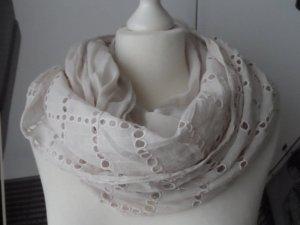 edler Loop Schal aus Baumwolle mit Lochstickerei Hellbeige