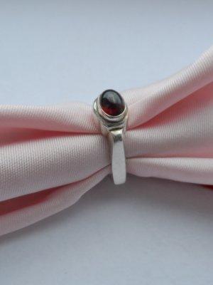 edler Ring aus 925 Silber mit einem Granat Gr. 56 wenig getragen