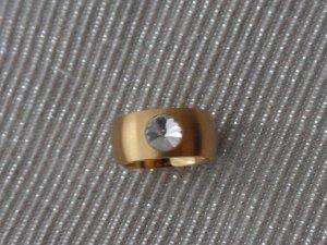 edler Ring aus Edelstahl Gold mit einem Zirkonia