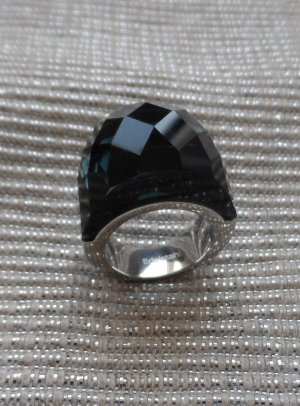 edler Ring aus Edelstahl m. einem gr. dunkelgrünem Glitzerstein Gr. 17