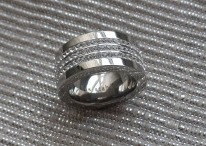 edler Ring aus Edelstahl mit sehr vielen Zirkonia Gr. 54 (17) NEU