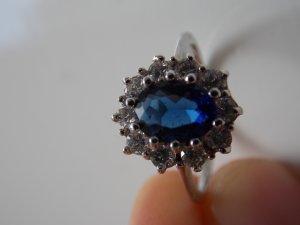 edler Silberring mit schönen Steinchen
