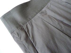 edler Sommerrock mit Taschen