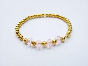 edles Armband mit goldfarbenen und rosafarbenen Perlen