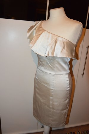 edles elfenbeinfarbenes Kleid