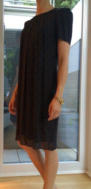 Edles, gepunktetes Kleid in dunklem Lila, Gr. 36