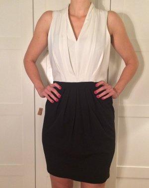 Edles Kleid / Blusenkleid mit Bleistiftrock und Zierknöpfen am Kragen