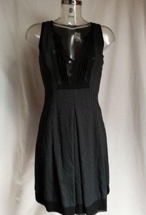 edles Kleid figurbetont mit vielen schönen Details!