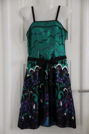 Edles Kleid mit ornamentalen Mustern