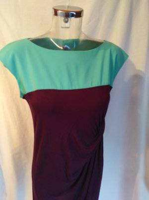 edles Kleid mit vielen schönen Details! Neuwertig!