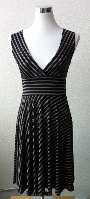 Edles Kleid ohne Ärmel mit Nadelstreifen