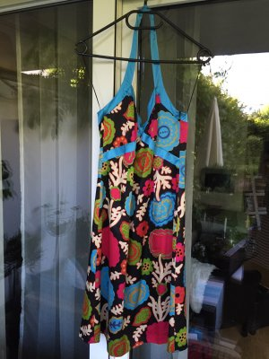 Edles romantisches Hugo Boss Kleid Gr. S