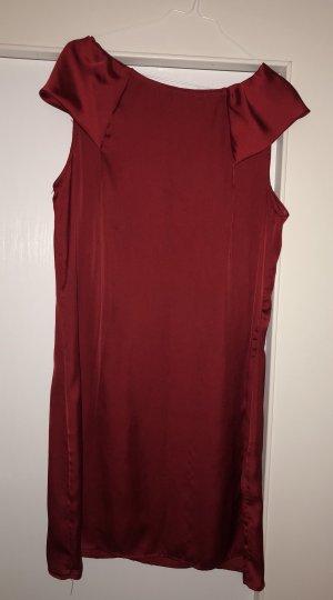 Edles schlichtes Kleid in roter Seidenoptik von Sandro Ferrone