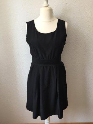 Edles Schwarzes Kleid Größe 40