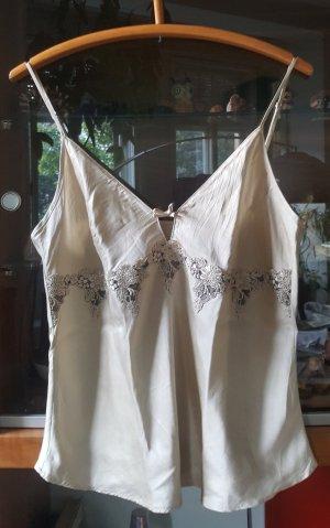 Edles Sleeptop mit passenden Shorts aus Seide